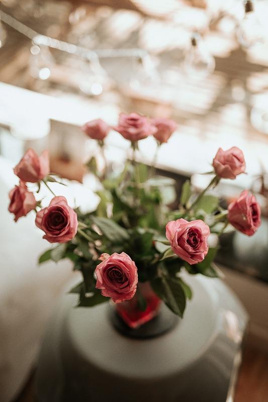 Ślubny bukiet róż.